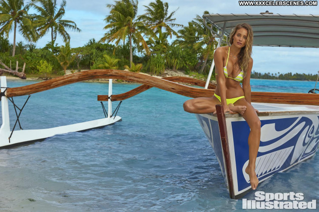 Hannah Davis Sports Illustrated Swimsuit  Sports Beautiful Babe