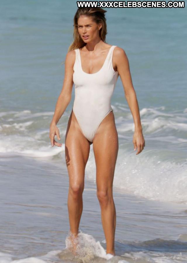 Doutzen Kroes No Source  Candids Posing Hot Celebrity Photoshoot