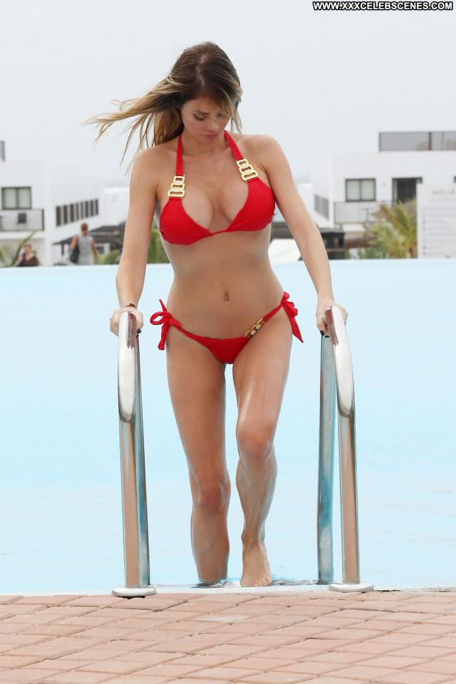 Chloe Sims No Source  Babe Beautiful Posing Hot Pool Celebrity Bikini