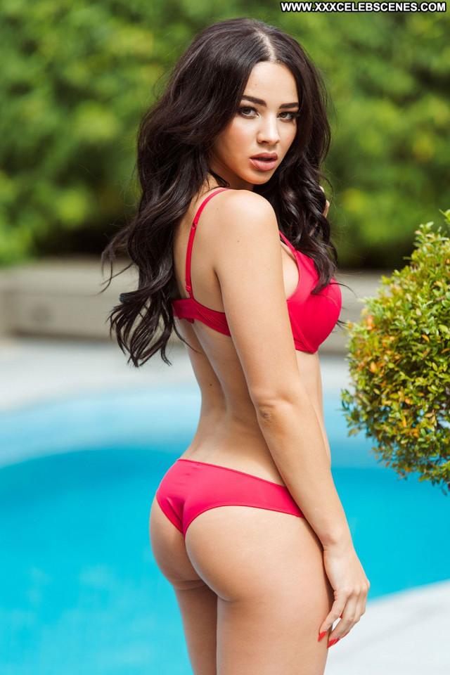 Courtnie Quinlan No Source  Gorgeous Topless Big Tits British Babe
