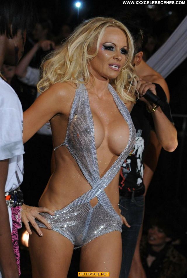 Pamela Anderson Fashion Show  Hard Nipples Babe Celebrity Beautiful