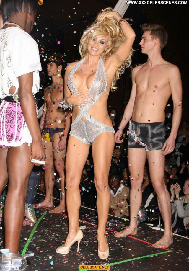 Pamela Anderson Fashion Show Hard Nipples Nipples Beautiful Posing