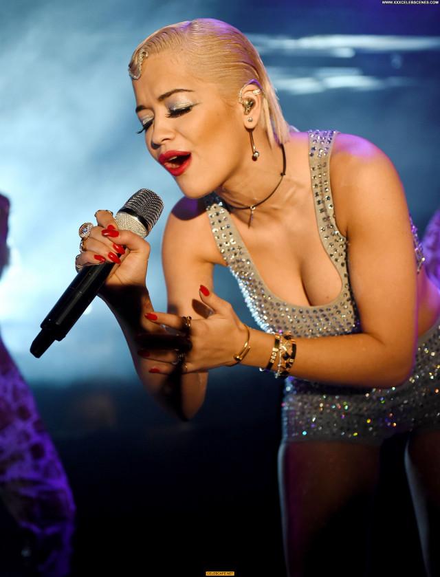 Rita Ora No Source Bush London Celebrity Babe Bus Posing Hot Beautiful