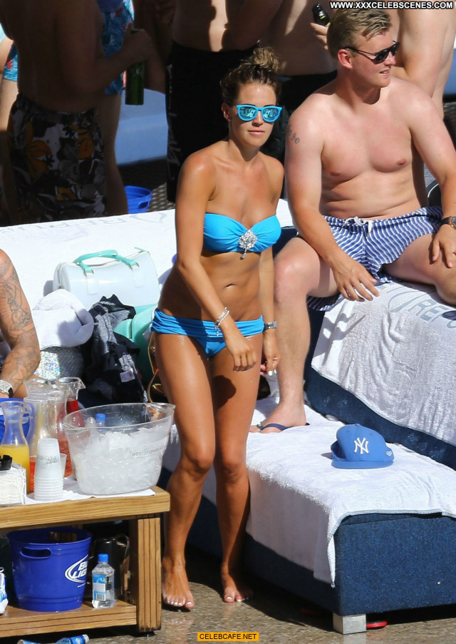 Danielle Lloyd Las Vegas Friends Pool Posing Hot Celebrity Babe