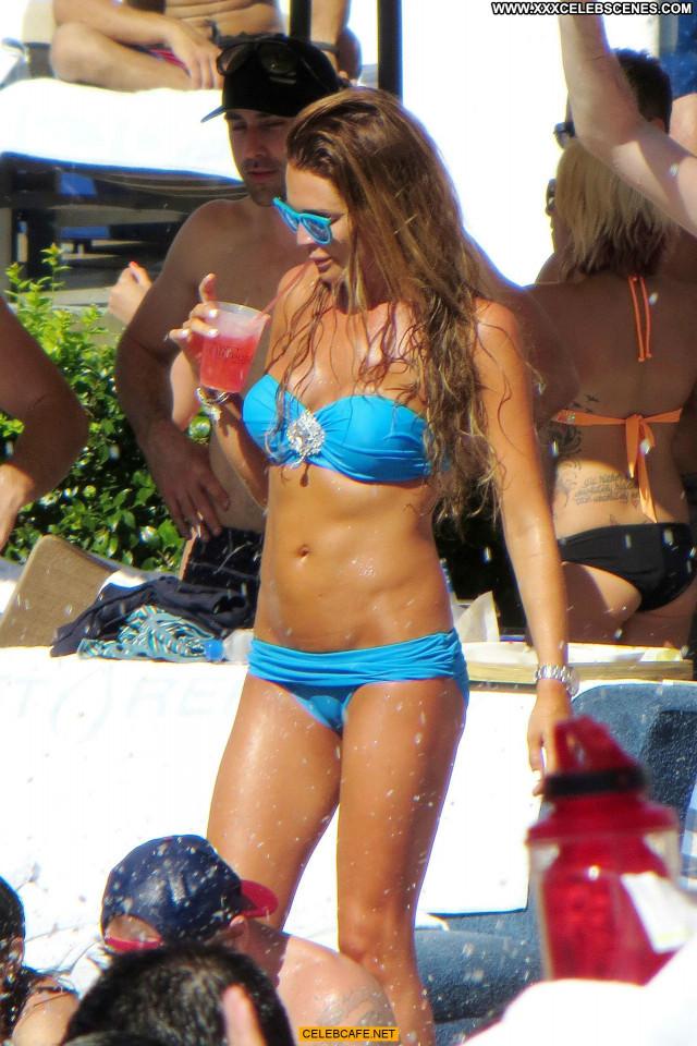 Danielle Lloyd Las Vegas Babe Posing Hot Friends Celebrity Pool