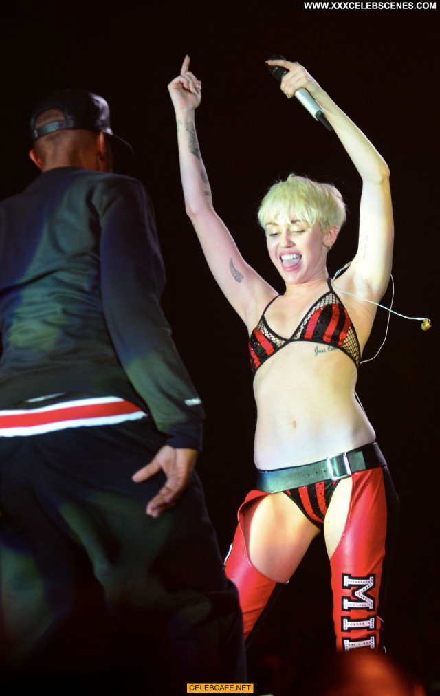 Miley Cyrus No Source Posing Hot Celebrity Sex Sexy Babe Beautiful