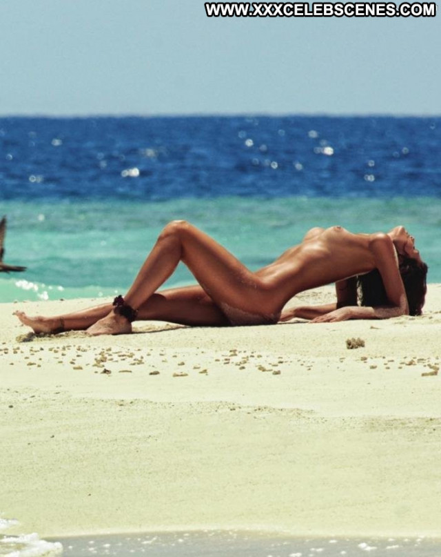 Isabeli Fontana The Beach Bar Perfect Babe Celebrity Magazine Beach
