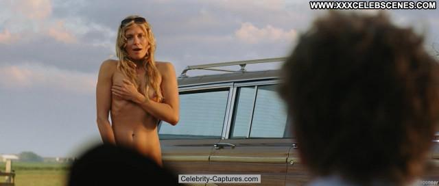 Sophie Hilbrand Zomerhitte Posing Hot Babe Celebrity Sex Scene