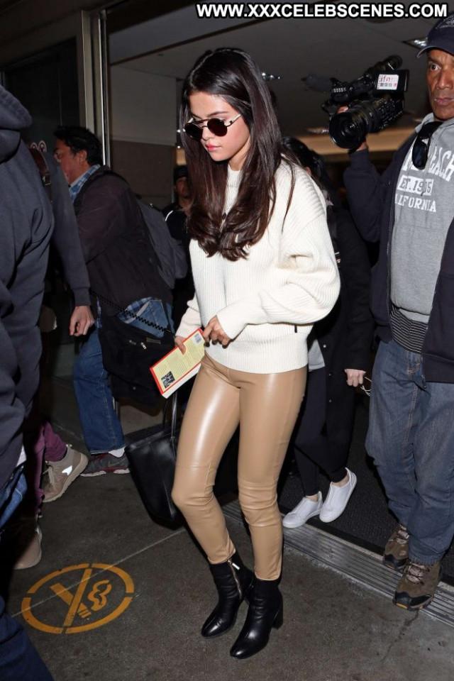 Selena Gomez Los Angeles Posing Hot Los Angeles Paparazzi