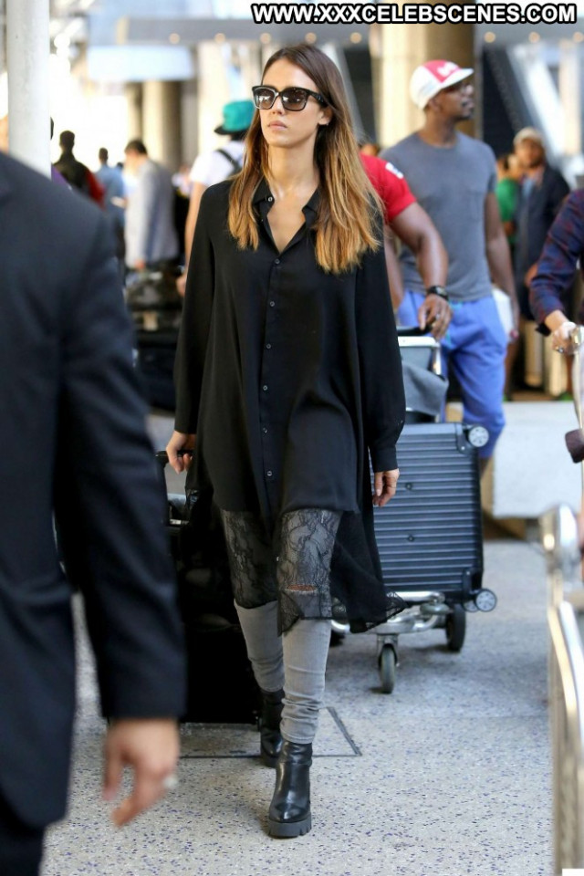 Jessica Alba Los Angeles Paparazzi International Posing Hot Beautiful