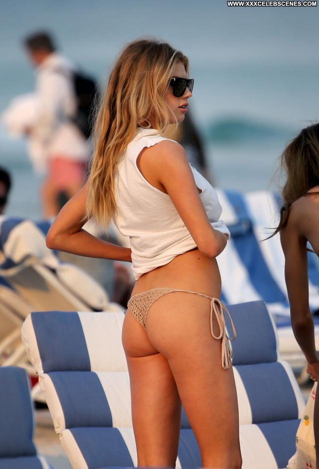 Charlotte Mckinney No Source Old Bar Bombshell Bikini Posing Hot Nude