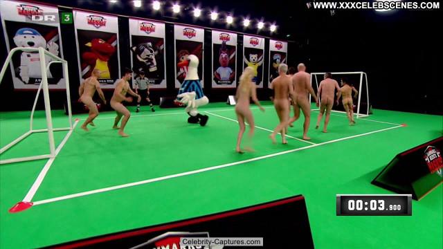 Nicole Broeggler Verdens Bedste Kok Bed Posing Hot Celebrity Nude