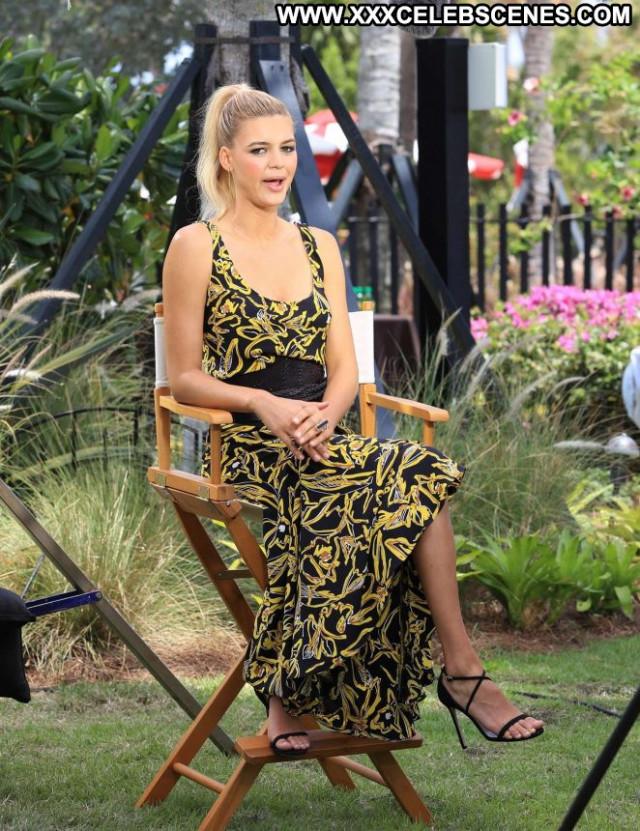 Kelly Rohrbach Miami Beach Celebrity Movie Babe Posing Hot Paparazzi