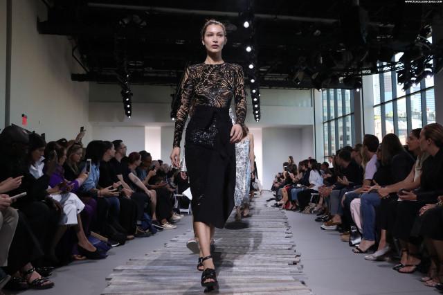 Allie Goertz Fashion Show Sexy Babe Nyc Bra Beautiful Videos See