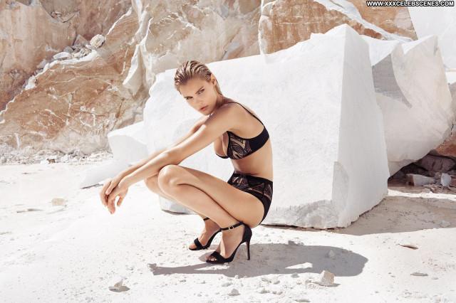 Alesya Kafelnikova Anna Nicole Bra Winter Nyc Sexy Car Legs Singer
