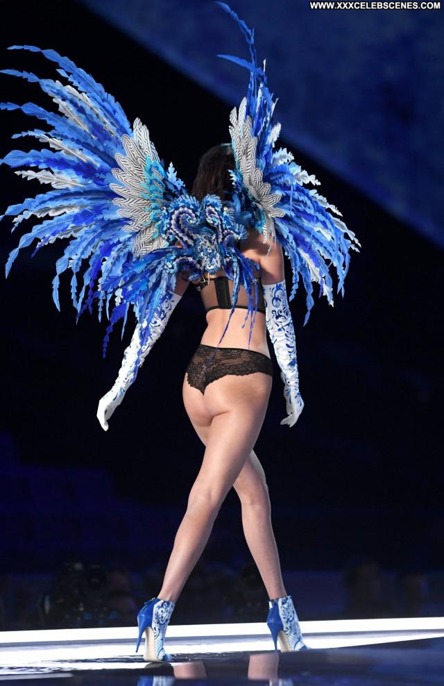 Elsa Hosk Fashion Show Sex Celebrity Braless Bra Fashion Nip Slip