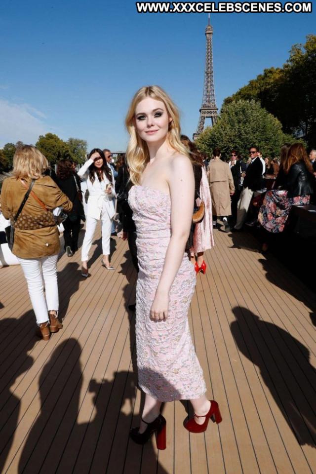 Elle Fanning Fashion Show Paris Beautiful Paparazzi Celebrity Babe