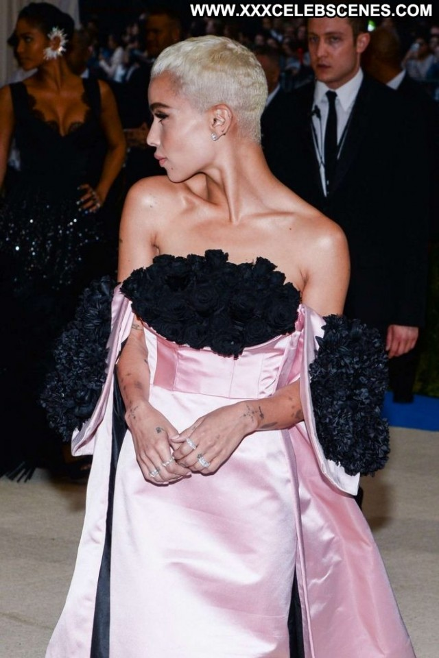 Zoe Kravitz No Source Paparazzi Celebrity Posing Hot Beautiful Babe