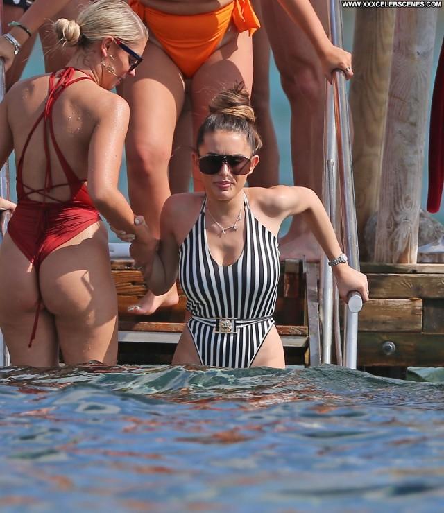Amber Davies Black And White Posing Hot Videos Beach Celebrity Babe