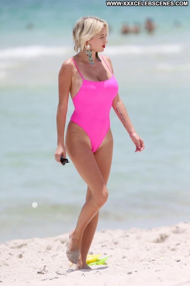 Caroline Vreeland The Beach Sexy Posing Hot Actress Beach Babe Singer
