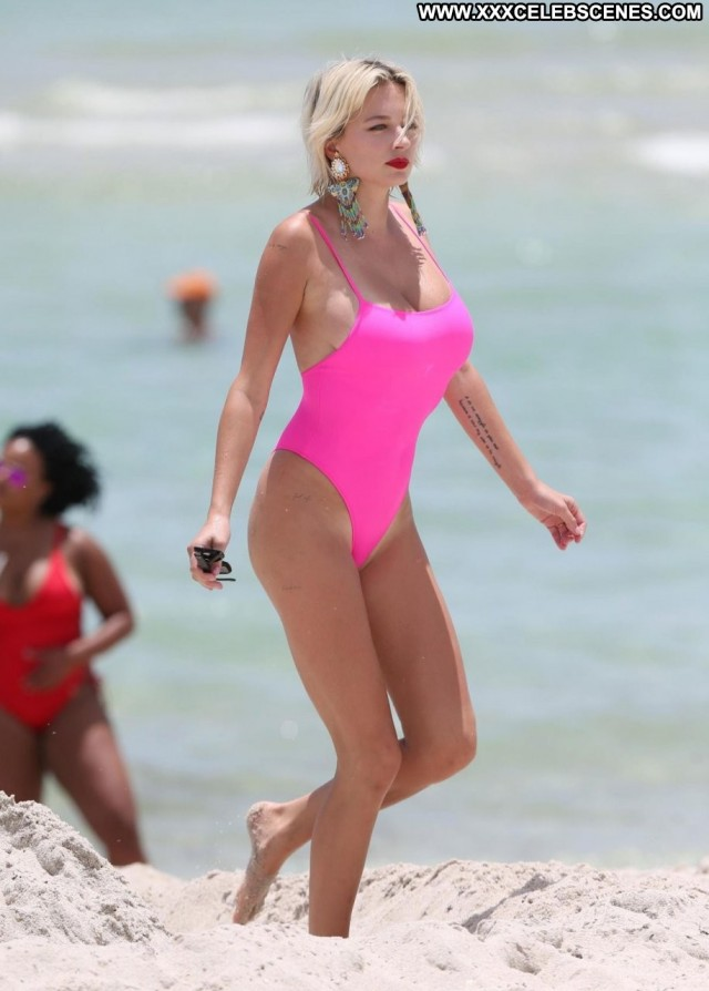 Caroline Vreeland The Beach Sex Model Actress Beach Singer Babe