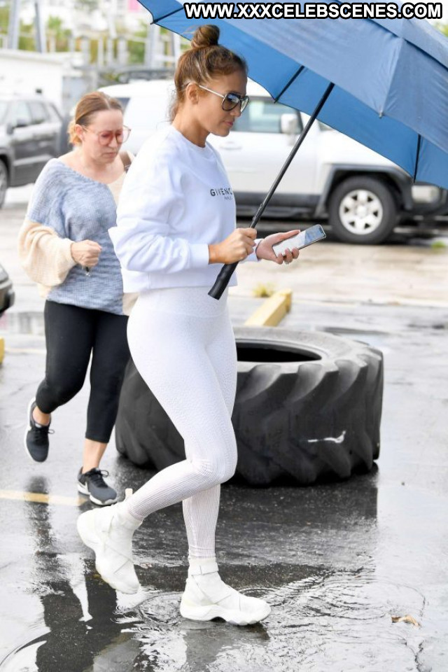 Jennifer Lopez No Source  Beautiful Paparazzi Babe Posing Hot