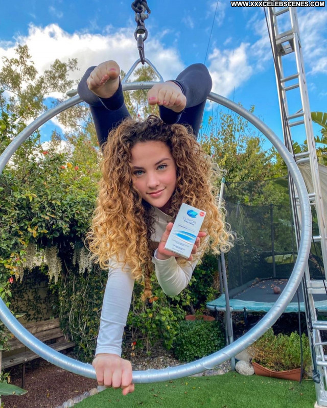 Sofie Dossi No Source Sexy Babe Celebrity Beautiful Posing Hot