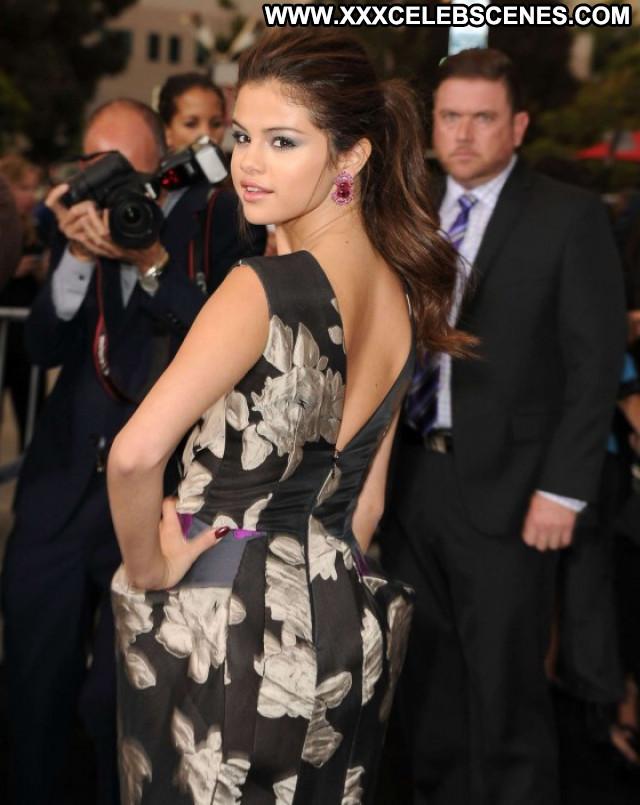 Selena Gomez No Source Posing Hot Beautiful Celebrity Babe Paparazzi