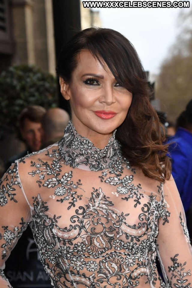 Lizzie Cundy No Source Celebrity Awards London Posing Hot Babe