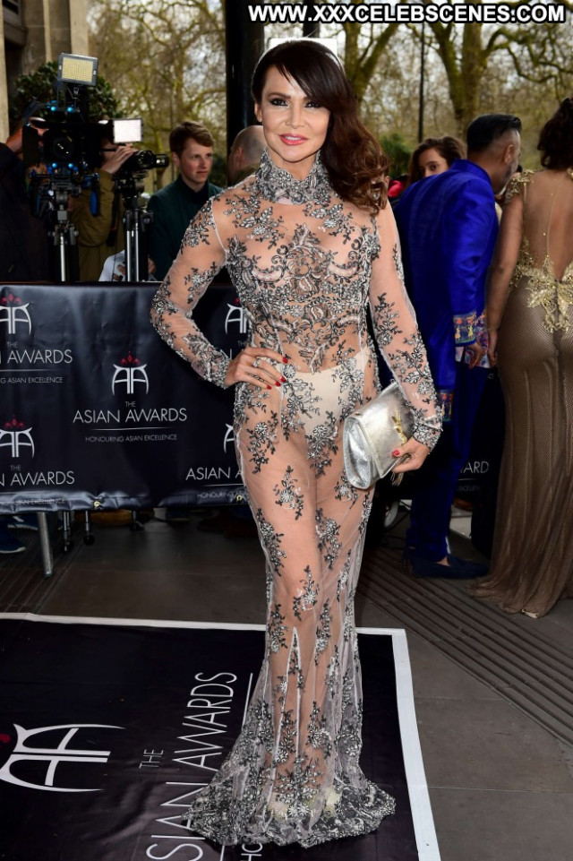 Lizzie Cundy No Source  Posing Hot Celebrity London Asian Awards Babe