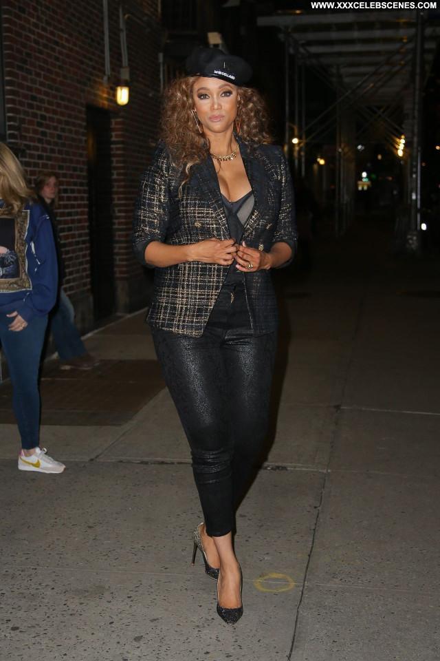 Tyra Banks No Source  Posing Hot Babe Sexy Celebrity Beautiful