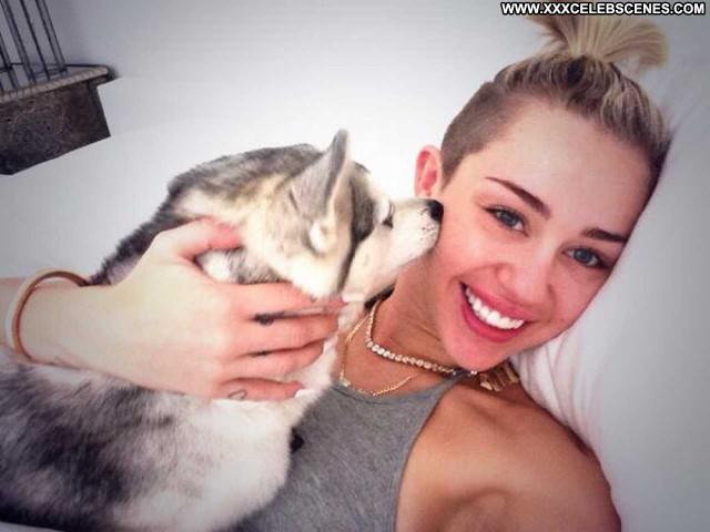 Miley Cyrus No Source Paparazzi Celebrity Babe Posing Hot Beautiful