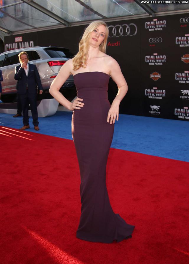 Deborah Ann Woll In America Beautiful Posing Hot Hollywood Paparazzi