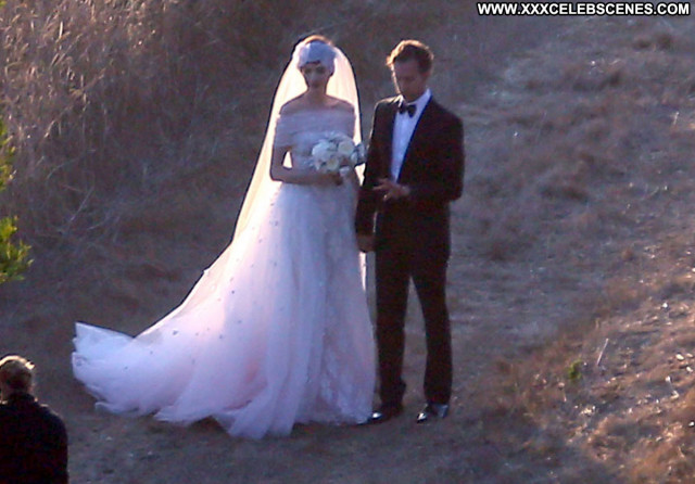 Photos No Source Celebrity Wedding Hat Babe Posing Hot Paparazzi