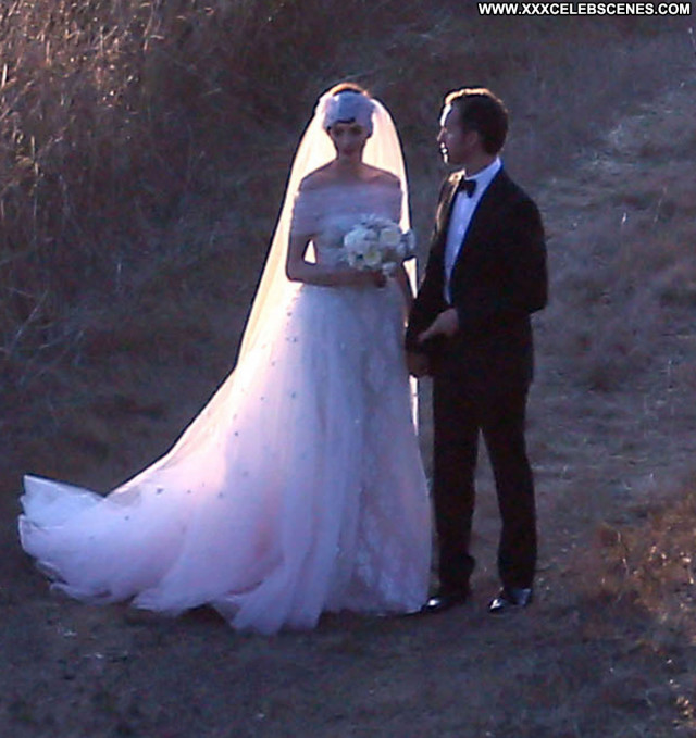 Photos No Source Celebrity Posing Hot Babe Wedding Hat Paparazzi