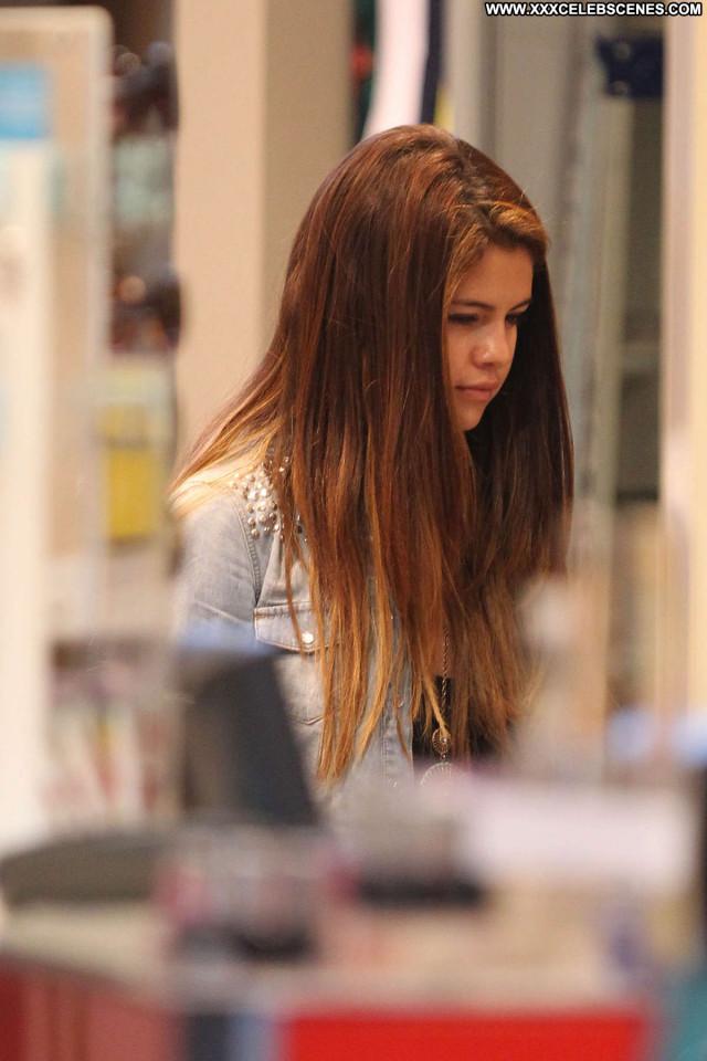 Selena Gomez No Source  Babe Beautiful Beach Posing Hot Shopping