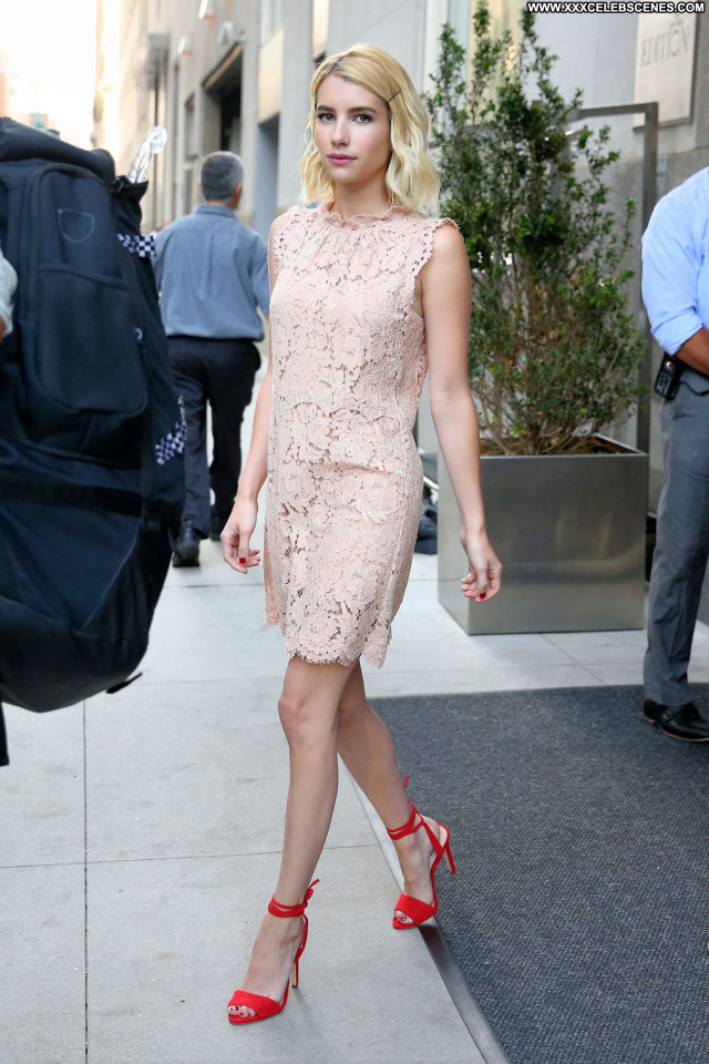Emma Roberts New York Posing Hot Beautiful Celebrity Hot Hotel