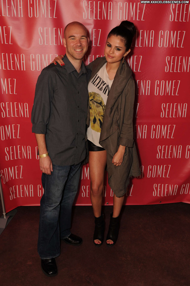 Selena Gomez No Source Posing Hot Babe Beautiful Celebrity Party