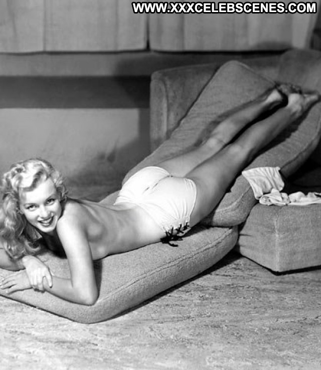 Marilyn Monroe The Seven Year Itch Sex Blondes Female Singer Bus Hot